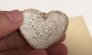 органзу приклеили на сердце