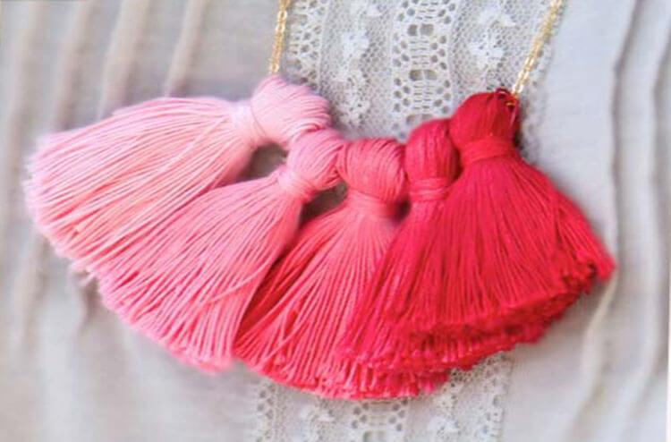 ожерелье с кисточками розовыми