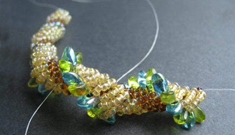 плетение жгута из бисера 9
