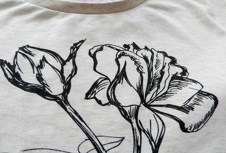 цветок на футболке